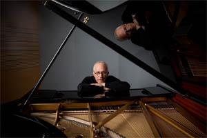Skladatel James Newton Howard obdrží Křišťálový glóbus na festivalu v Karlových Varech